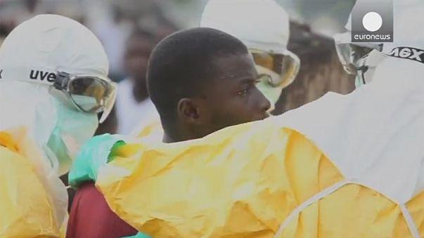 Video: un paciente de Ébola intenta escapar de la cuarentena en Liberia
