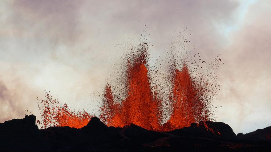Video: Iceland volcano Bardarbunga spews lava fountains of up to 100m