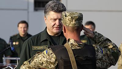 Ukraine rebels 'hand over 1,200 prisoners' – Poroshenko