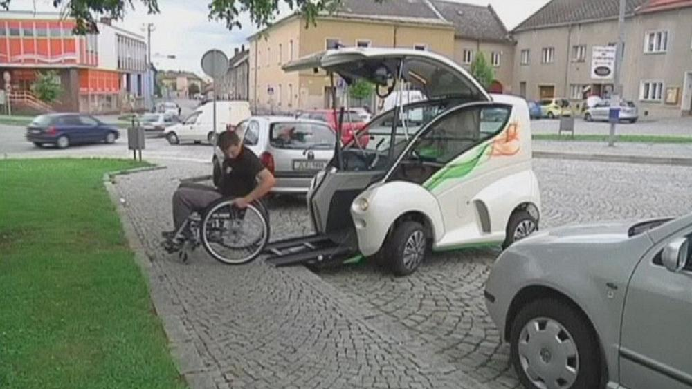 new car offers freedom for disabled drivers euronews. Black Bedroom Furniture Sets. Home Design Ideas