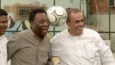 Pele promotes new player-power technology in Brazil slum