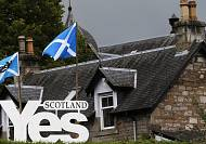 Manic last minute grab for hearts and minds in Scottish vote