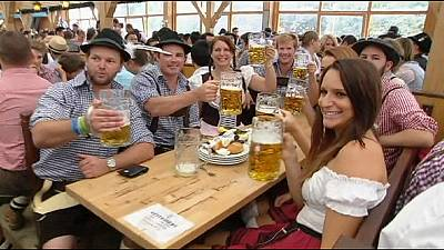 Rain pours, beer flows as Munich Oktoberfest begins