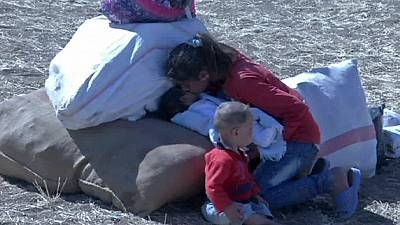 Turkish forces clash with relatives of Syrian Kurds fleeing ISIL