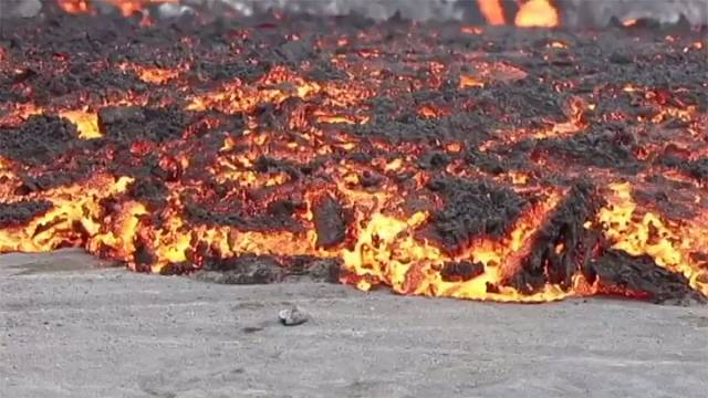 Watch: creeping red-hot lava from Bardarbunga volcano in Iceland
