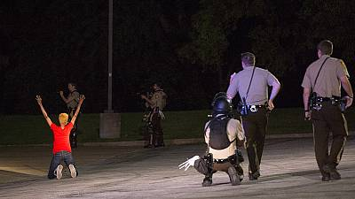 USA: Policeman shot and injured in Ferguson