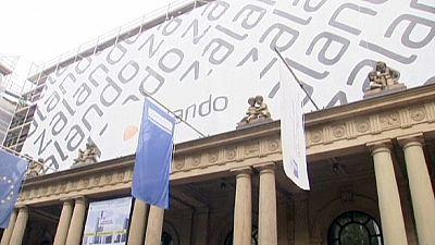 Zalando shares zigzag on IPO debut