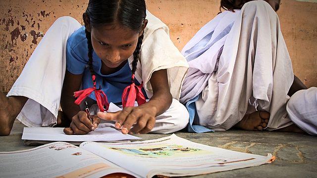 Utcagyerekek tanítói és tartott lányok iskolába terelői a WISE-díjasok között