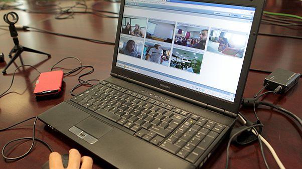 Προσοχή στη χρήση του διαδικτύου από τα παιδιά – Κίνδυνος να χάσετε χρήματα και δεδομένα