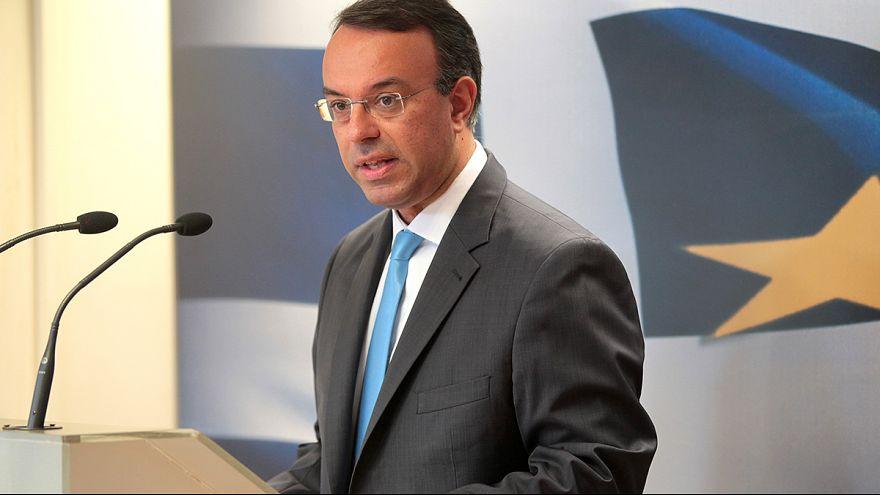 Greece plans new bond sales, confirms 2015 growth target