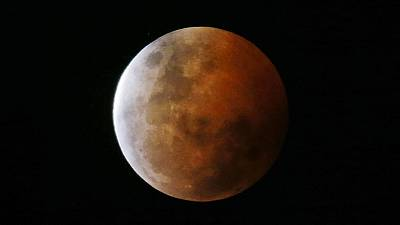 Blood moon pictured from Australia