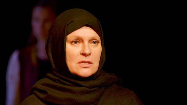 Női sorsok Irakból: bemutató a Vígszínházban