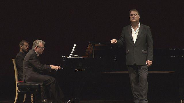 Брин Тервел без грима и оркестра