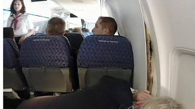 Plane panel cracks mid-flight forcing emergency landing – nocomment