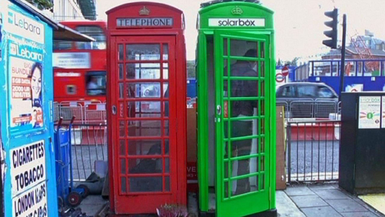 A Londra le tradizionali cabine telefoniche si tingono di verde