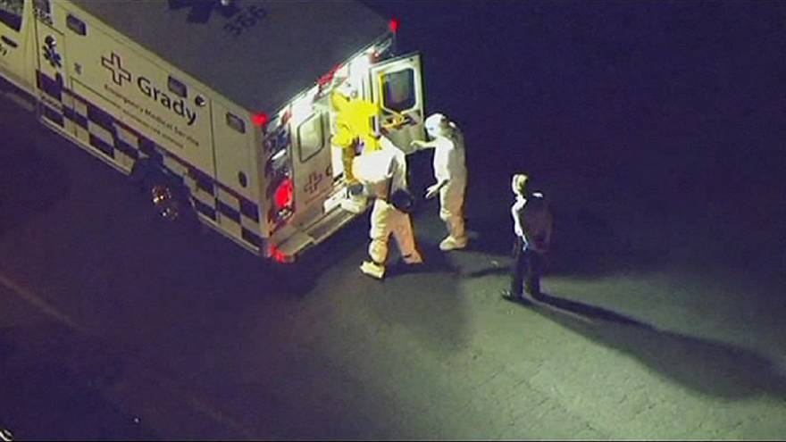 """[Video] Mysterious """"clip-board man"""" spotted unprotected near Ebola patient"""