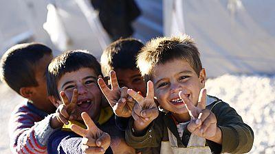 Kurdish refugee children make victory signs