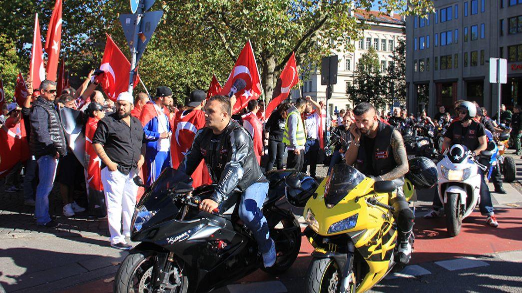Gegen die PKK - Türken demonstrieren in Deutschland
