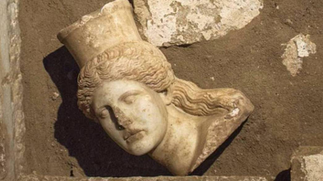 Greek archaeologists unearth head of sphinx in Macedonian tomb