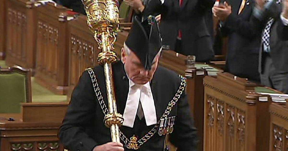 Canadian parliament re-opens with homage to its
