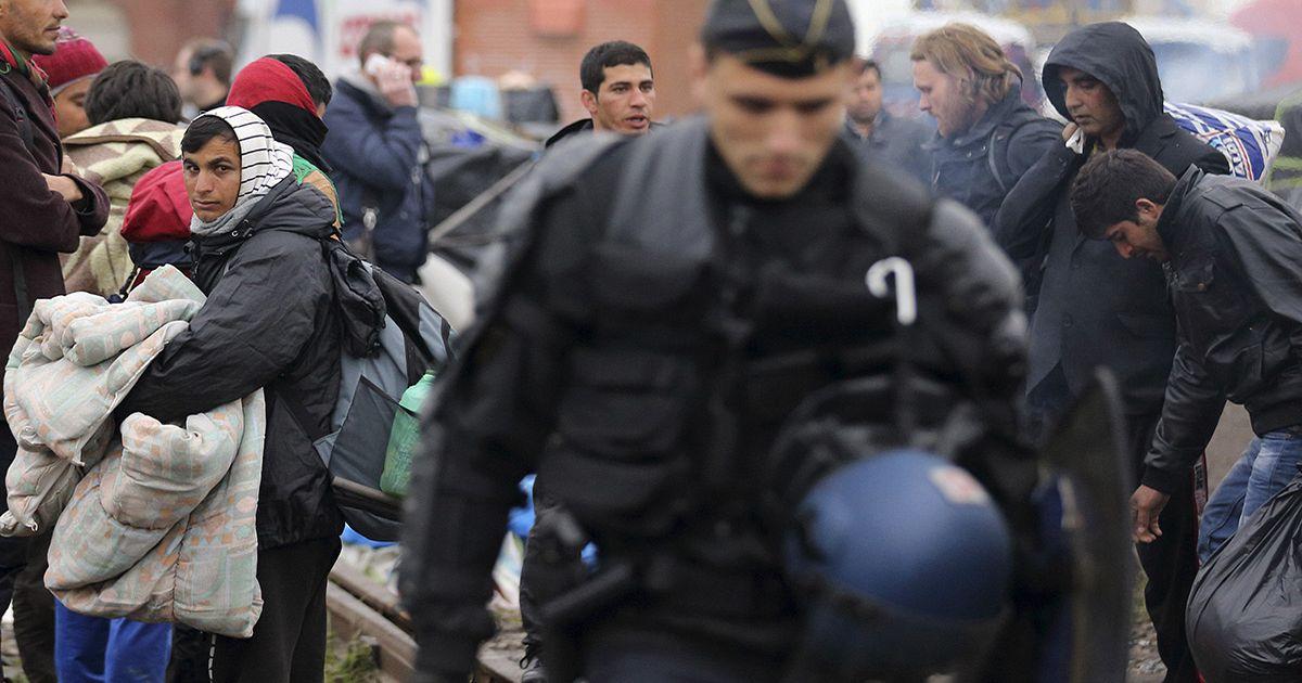 Far-right leader Le Pen to visit Calais over