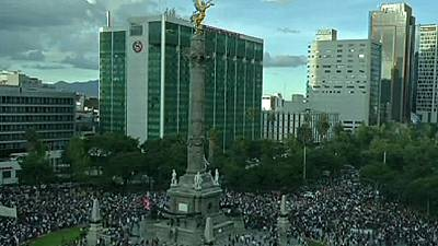 Thousands gather in Mexico City demanding justice for missing students – nocomment