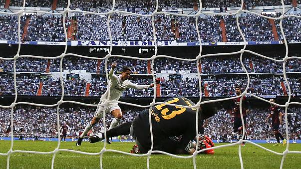الزاوية:ريال مدريد يسحق برشلونة ومانشيستر يونايتد يتعادل مع تشيلسي