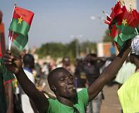 Demonstranten in Burkina Faso setzen Parlament in Brand