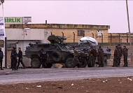Iraqi Peshmerga fighters poised on border to join battle for Kobani