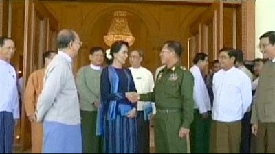 Suu Kyi meets Myanmar leaders to discuss reforms and peace ahead of 2015 election