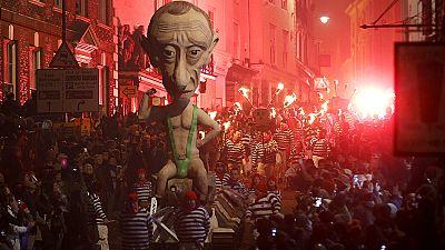 Des effigies de Poutine et Barroso brûlées lors des célébrations du 5 novembre au Royaume-Uni