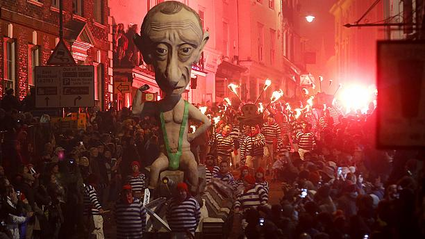 Putin and Barroso effigies chosen for English bonfires