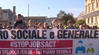 Clashes amid Italy protests over Renzi jobs reform