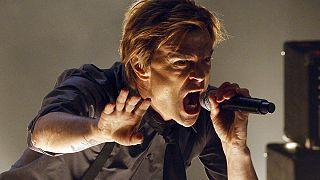 Μέρκελ σε γνωστό τραγουδιστή: Συγγνώμη για τη χρήση του τραγουδιού σας
