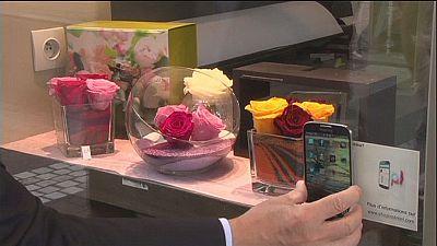 Neue App aus Paris: Schaufenster-Shoppen mit dem Handy