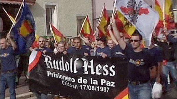 Almanya'daki Neo-Nazi göstericiler tuzağa düştü