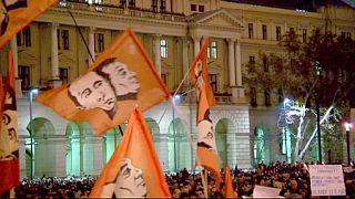 Tízezres tüntetés a Kossuth téren, 250 tiltakozó Londonban
