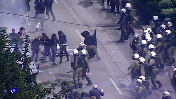 Las marchas del levantamiento de 1973 terminan con disturbios en Atenas