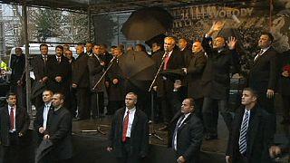 Tojással dobták meg a cseh elnököt
