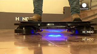 """[Video] El patinete de """"Regreso al Futuro"""", en carne y hueso"""