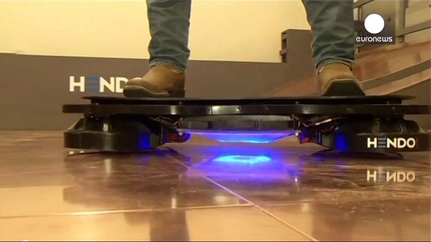 """Mit dem Hoverboard """"Zurück in die Zukunft"""""""