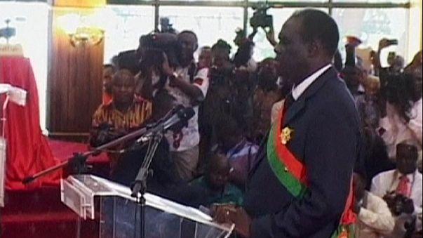 Le président intérimaire du Burkina Faso prête serment