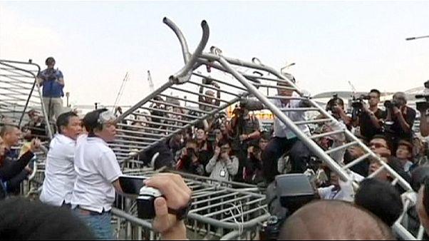 إزالة حواجز المعتصمين من وسط هونغ كونغ