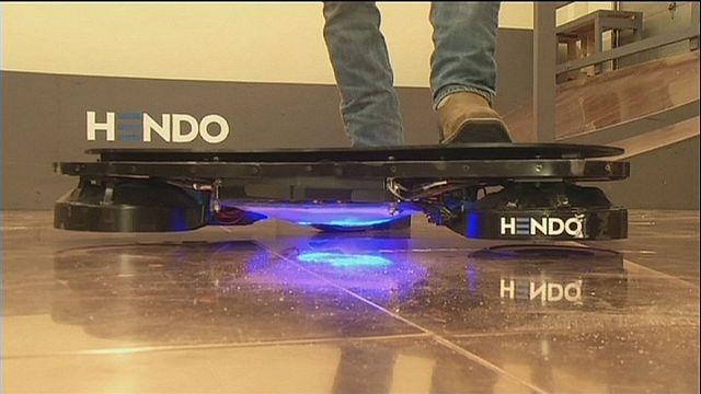 Uma prancha de skate magnética