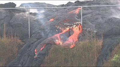 El río de lava del volcán Kilauea en Hawái ralentiza su avance hacia Pahoa