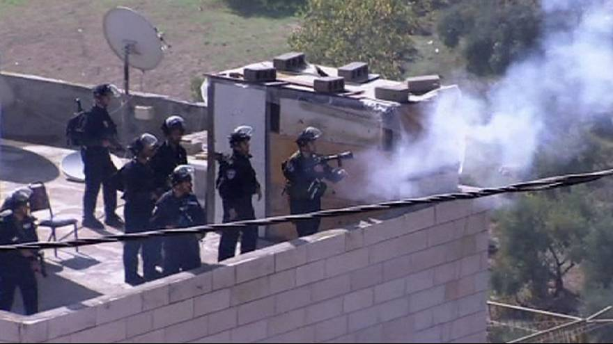 Clashes in Jerusalem following police raids