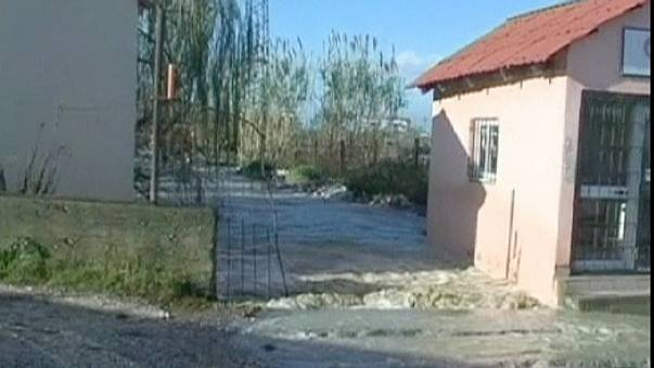 Наводнение в Албании унесло жизни трёх человек.