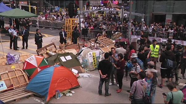 پلیس هنگ کنگ کمپ های دانشجویان دموکراسی خواه را برمی چیند