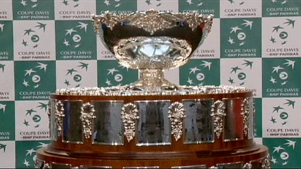 Taça Davis: Federer recupera e até pode fazer par com Wawrinka diante da França