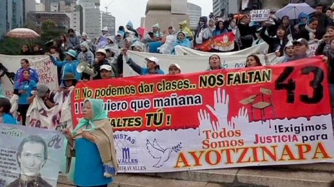 اشتباكات عنيفة في شوارع المكسيك على خلفية اختفاء 43 طالبا